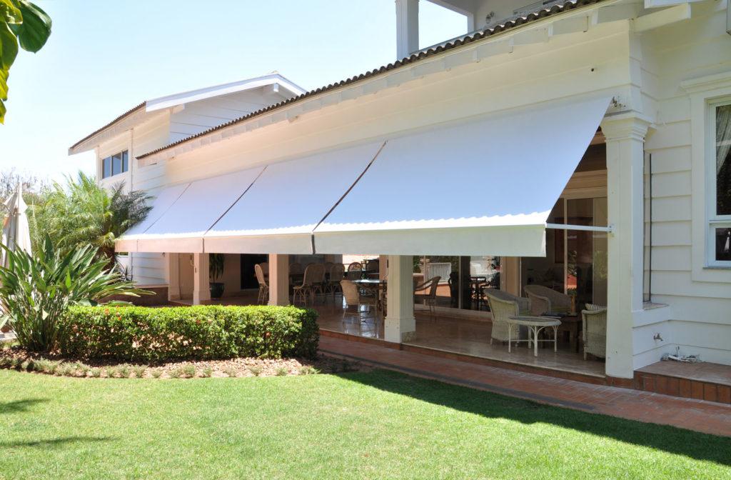 Toldo cortina com bra o toldos mundial for Carriles de aluminio para toldos